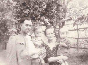 Анна Ивановна, Дмитрий Степанович, Димка. Ташкент. 1954 год.