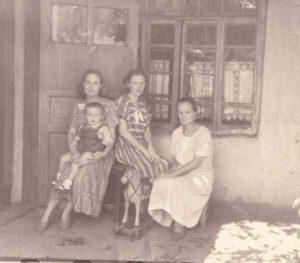 Анна Ивановна, Татьяна, Надежна, Алик. Ташкент. 1952 год.