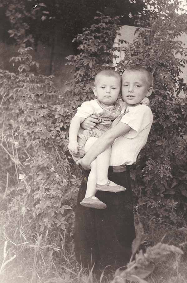 Алик и Толик. Гава. 1959 год.