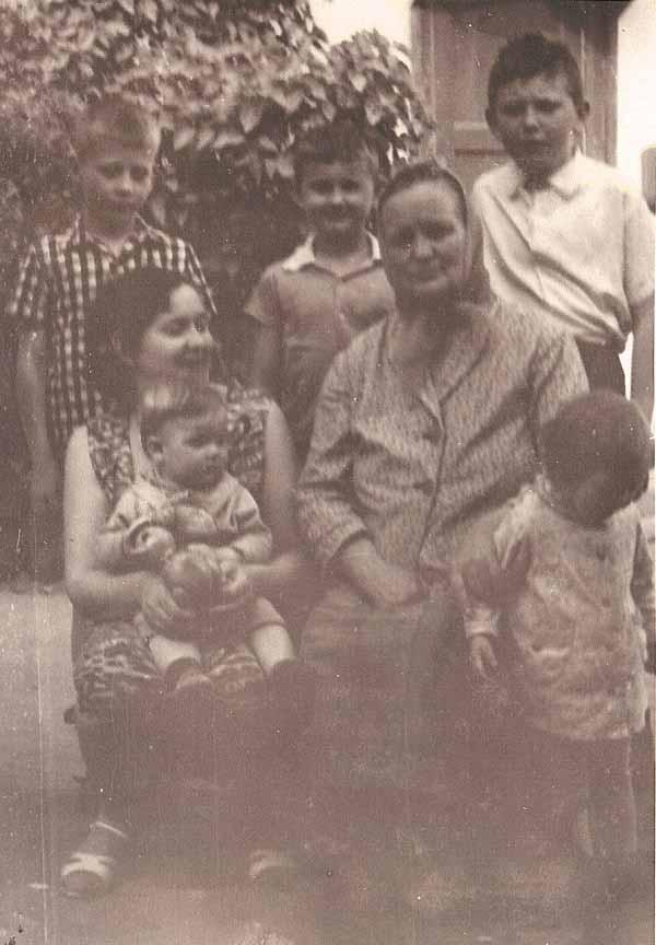 Бабуля с внуками. 1967 год.